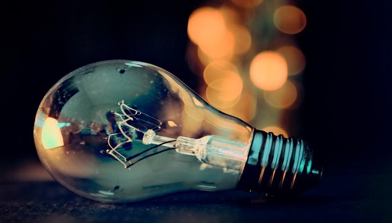 żarówka światło oświetlenie