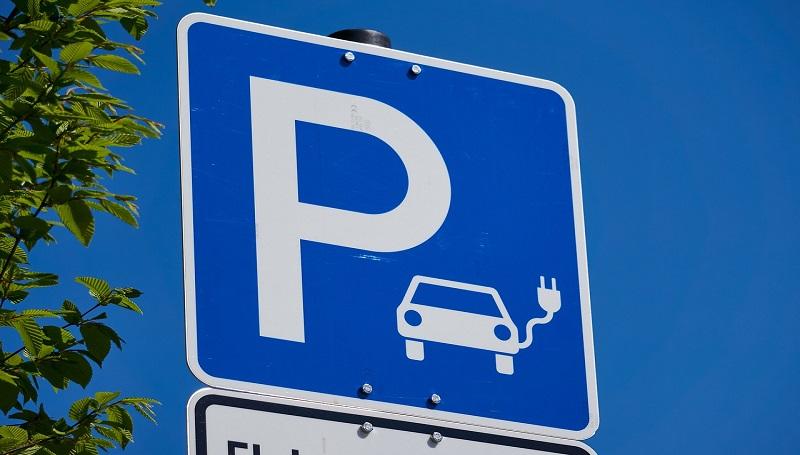 Już prawie 7 tysięcy samochodów elektrycznych jeździ po Polsce