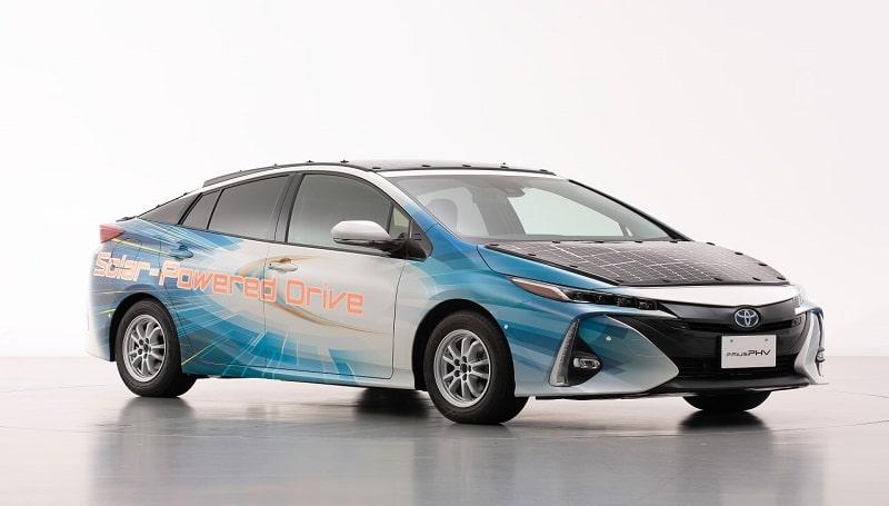 Toyota testuje wysokowydajne baterie słoneczne w autach